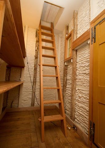 Garret_stairs_1797_dm_jpg_42010-31